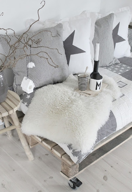 name taj od paleta we love design we love design. Black Bedroom Furniture Sets. Home Design Ideas