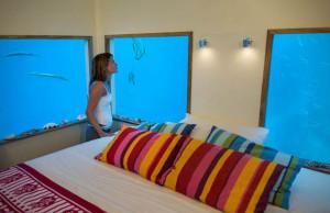 Underwater-Floating-Hotel-Room-at-Manta-Resort-5