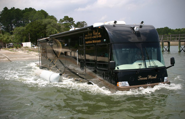 Terra-Wind-Amphibious-Motorcoach-3